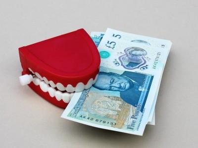 Cash being eaten by false teeth.